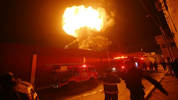 Incendio en Ate: Explosiones causaron alarma entre vecinos