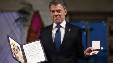 """Santos recibe Nobel: """"Colombia hace posible lo imposible"""""""