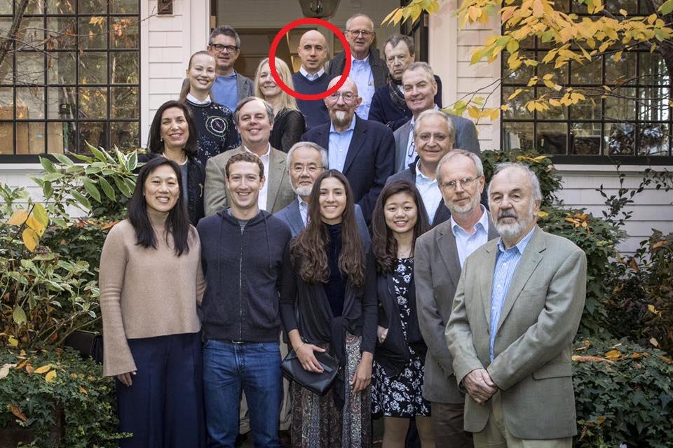 Yuri Milner (círculo rojo) en la reunión organizada por Mark Zuckerberg.