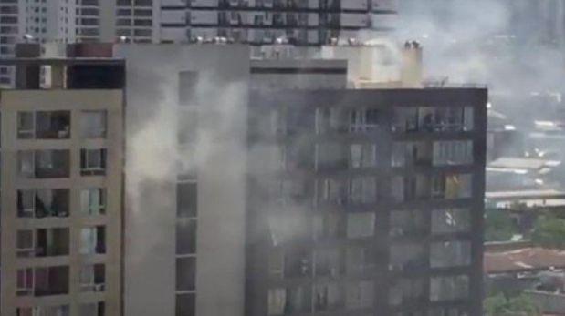 Incendio en departamento en centro de Santiago moviliza a Bomberos