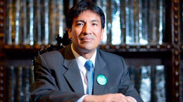Peruano figura entre los 50 mejores profesores del mundo