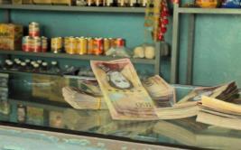 [BBC] ¿Cómo se vive el cambio de billetes de 100 bolívares?
