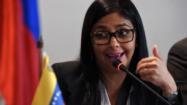 Delcy Rodríguez denuncia que un policía la golpeó en Argentina