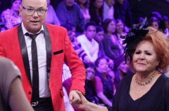"""""""El gran show"""": Cacho y la sorpresa que le dio en TV su madre"""