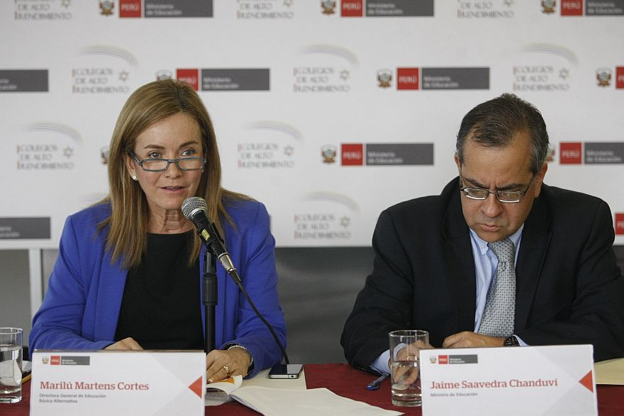 Marilú Martens en una actividad del 2014 junto al entonces ministro de Educación, Jaime Saavedra. (Foto: USI)
