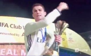 Cristiano se enojó con camarógrafo cuando posaba con trofeo