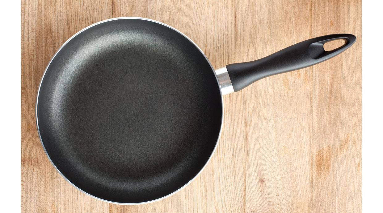 Trucos para mantener las sartenes ollas y utensilios de for Herramientas de cocina
