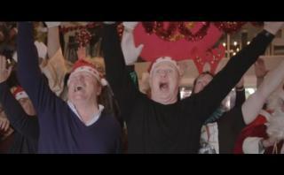 YouTube: dúo español repasa el 2016 con villancicos de Navidad