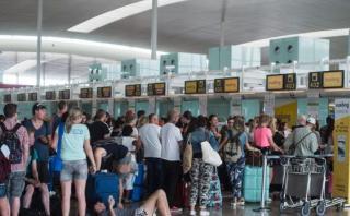 ¿Por qué las aerolíneas venden pasajes de sobra? [VIDEO]