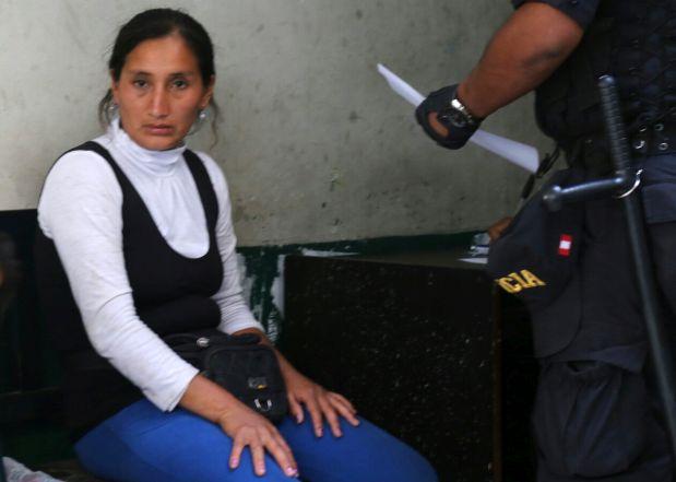 La comerciante identificada como Mila Durand fue detenida por personal policial y llevada a la comisaría de San Andrés. (Foto: Municipalidad de Lima)