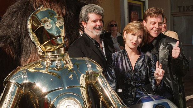Carrie Fisher junto a George Lucas, Mark Hamill,