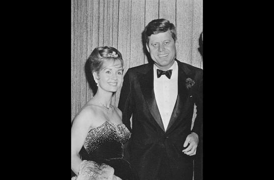 Debbie Reynolds en fotos con Frank Sinatra y presidente Kennedy