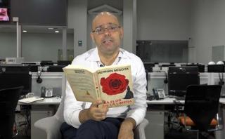 Hernán Migoya lee un fragmento de