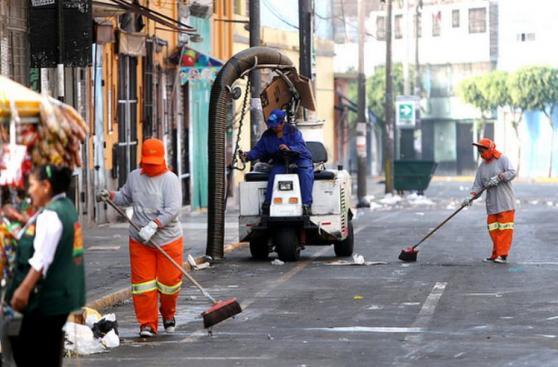 Lima: obreros de limpieza recogieron 700 toneladas de basura