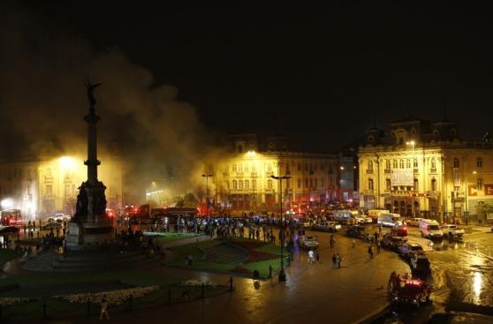 Incendio en plaza Dos de Mayo: así trabajaron los bomberos
