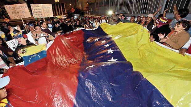 Aprueban norma de permiso temporal de permanencia a venezolanos