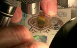 [BBC] Los billetes de 5 libras que valen US$24.000 cada uno