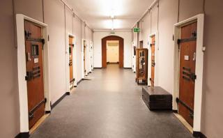 ¿Dormir en una cárcel? Esto es lo que ofrece un hotel en Suiza