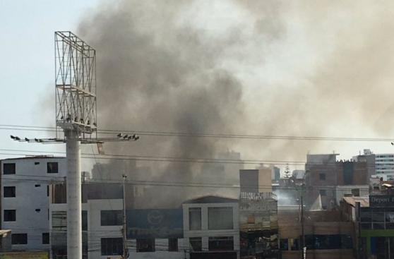 Incendio en Av. La Marina movilizó 15 unidades de bomberos
