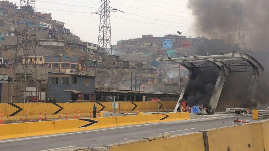 Pan. Norte: queman garitas de cobro de peaje en Puente Piedra