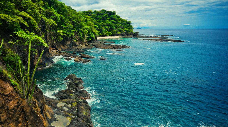 Día 10. Costa Rica. Visita la playa Tamarindo y playa Hermosa en la provincia de Guanacaste, y pasa dos días en las aguas termales de Fortuna de San Carlos.
