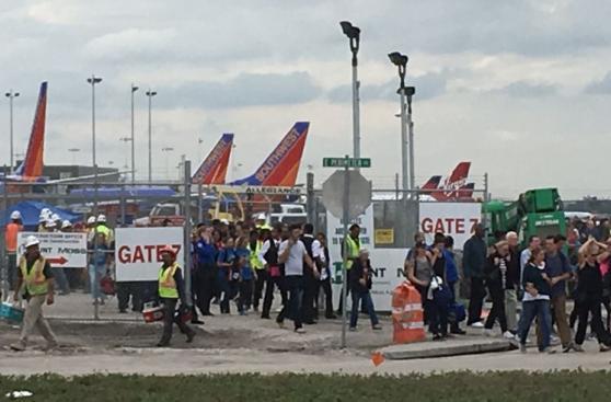 Evacúan a víctimas del tiroteo en aeropuerto de Fort Lauderdale