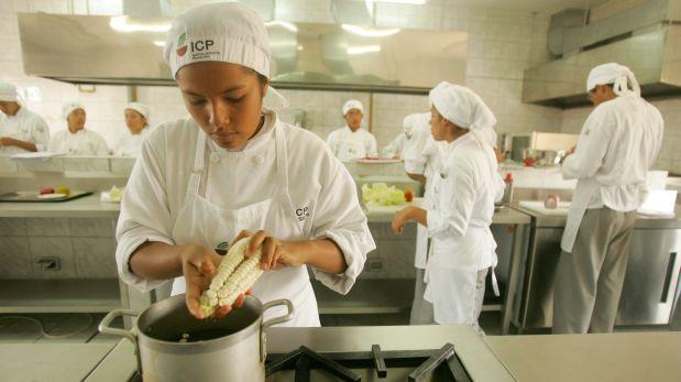 Los alumnos del Instituto de Cocina Pachacútec atenderán el restaurante-escuela Convida, que Gastón Acurio inaugurará en julio.