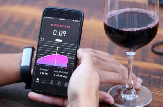 CES 2017: la pulsera que podrá medir cuánto alcohol ingeriste