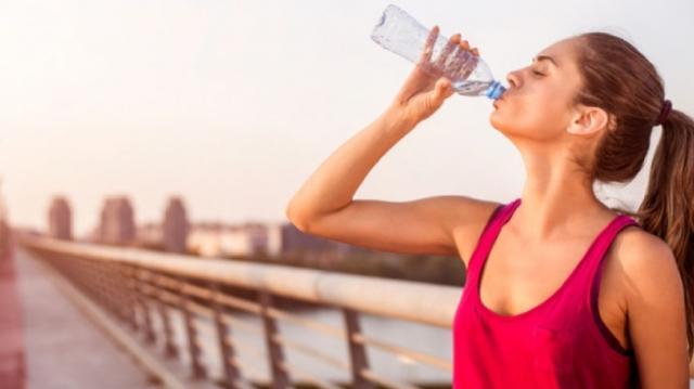 Consejos para una hidratarte antes, durante y después de correr