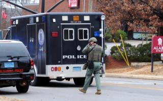 Capturan a hombre que tomó rehenes en Universidad de Alabama