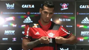 Miguel Trauco fue presentado oficialmente en Flamengo [VIDEO]
