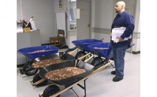 EE.UU.: Pagó sus impuestos con 725 kilos en monedas [FOTOS]
