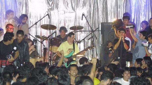 2001. Concierto de reencuentro de Narcosis en la Discoteca Kaoz del Cercado de Lima. (Foto: Francisco Sanseviero)