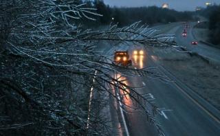 Estados Unidos: Tormenta invernal cubre de hielo Oklahoma