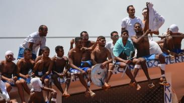 Brasil: Presos ocupan el techo de una prisión tras masacre