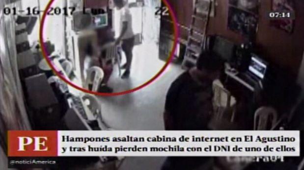 Asaltantes de cabina de internet en El Agustino escaparon pero dejaron una mochila con celulares y el DNI de uno de ellos. (América TV)