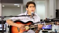 Daniel Lazo en una sesión acústica