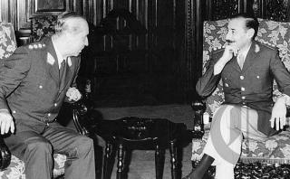 El 3 de marzo de 1977, el dictador argentino Jorge Rafael Videla llega al Perú en visita oficial y se entrevista con Francisco Morales Bermúdez. De acuerdo a documentos, Argentina formó parte del Plan Cóndor. (Foto: Archivo Histórico El Comercio)