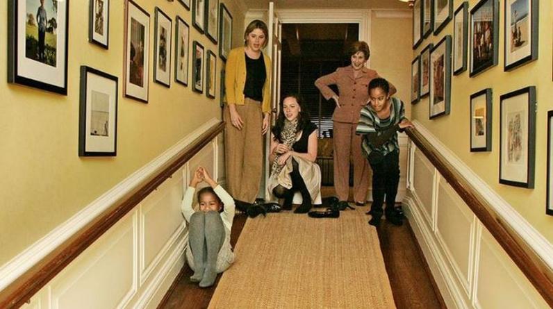 Fue durante una helada tarde de noviembre 2008, cuando Malia tenía 10 años y Sasha solo 7. Era la primera visita de las niñas Obama a la Casa Blanca. (Foto: Casa Blanca)