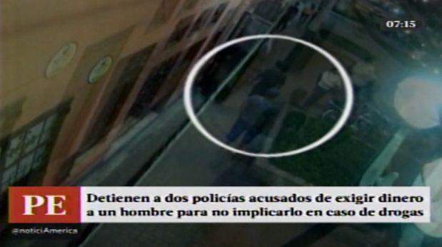 Los dos policías fueron intervenidos en una pollería de Barranco. (América TV)
