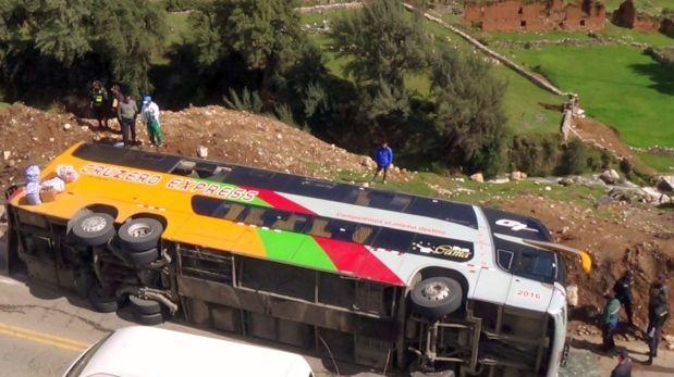 Pasco: tres personas murieron tras despiste de ómnibus