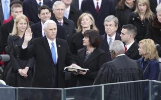Mike Pence jura formalmente como vicepresidente de EE.UU.