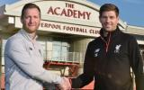 Steven Gerrard vuelve a Liverpool FC y no como jugador