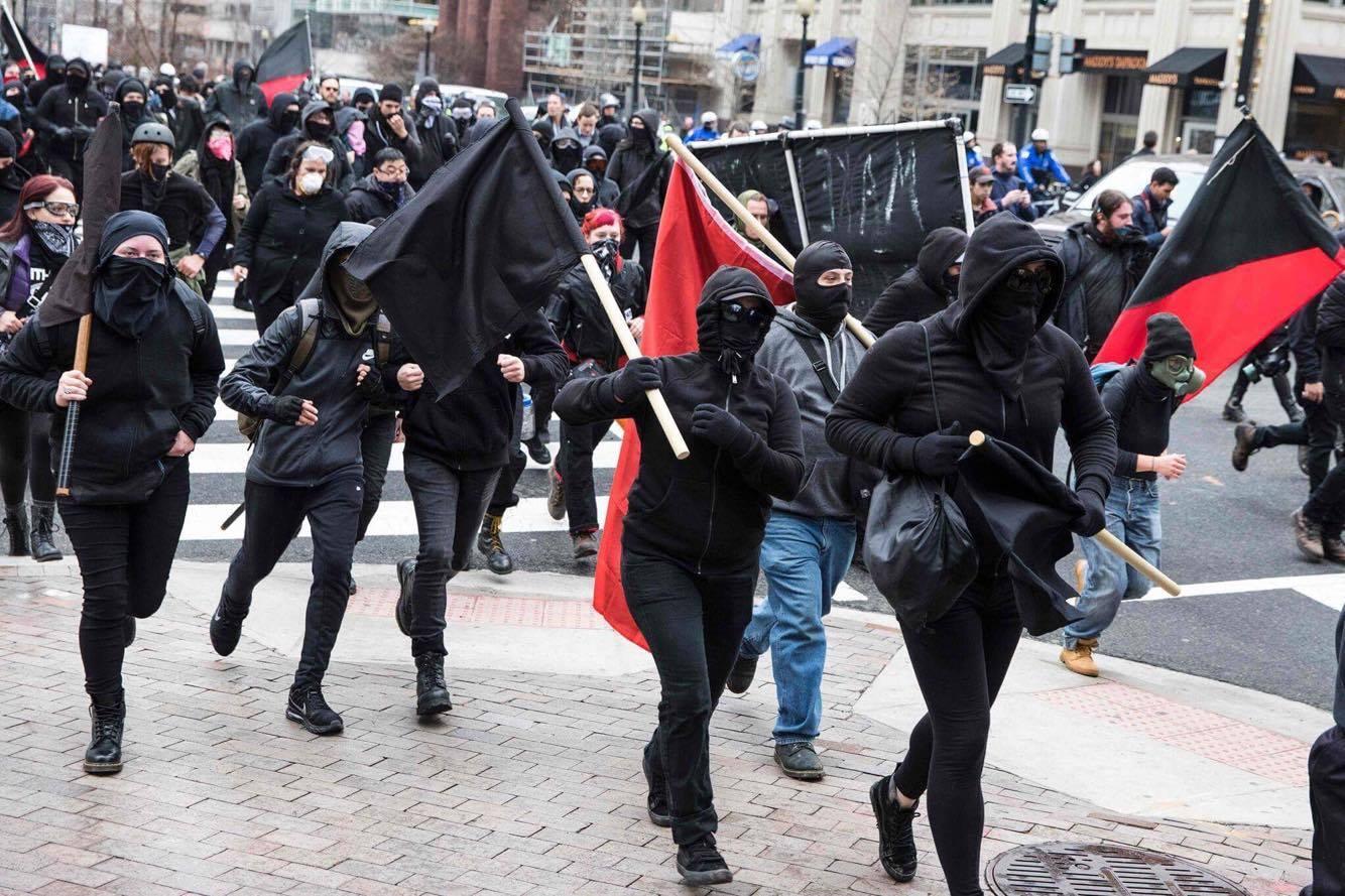 Estados Unidos. Manifestantes vistieron de negro en protesta contra Donald Trump. (Foto: AFP - Video: Agencia EFE)