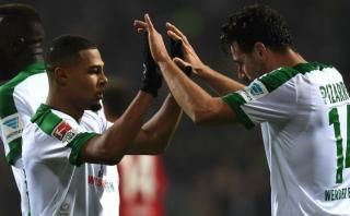 Bremen, con Pizarro el primer tiempo, perdió 2-1 con Dortmund