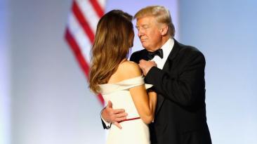 Donald y Melania Trump en su primer baile presidencial [FOTOS]