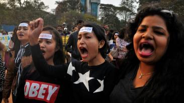 Miles de mujeres en el mundo protestan contra Donald Trump