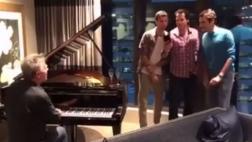 Facebook: Roger Federer se relaja cantando con Haas y Dimitrov