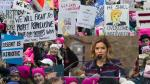 America Ferrera y otras famosas en marcha contra Donald Trump - Noticias de julianne moore