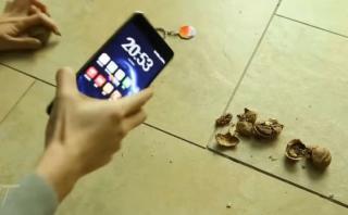 Prueban la dureza del nuevo Nokia 6 rompiendo nueces [VIDEO]